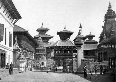 Bhaktapur's Durbar Square, before the earthquake. The pagoda-style Harishankhana temple is in the far background. In front of it, to the right, is the eight-cornered Cyasilin Mandap, both of which were destroyed during the earthquake of 1934 Photo by Herzog and Higgins ca 1901AD