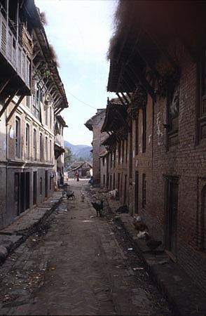 Chwasa Pakha or Pig Alley near Bhimsenthan leading to the Vishnumati River ca 1978 Gunter Glockler